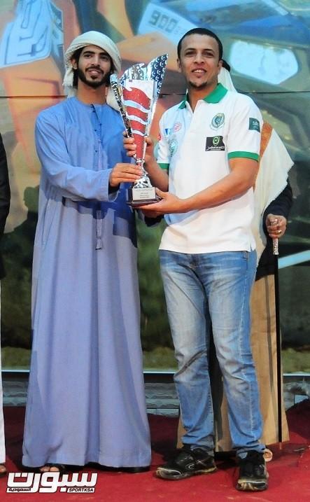 صالح العبدالعالي يتويج بكاس البطولة