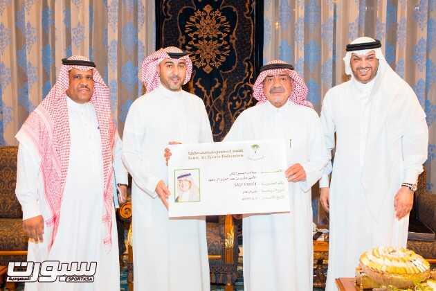الامير مقرن بن عبدالعزيز يستلم الرئاسة الفخرية