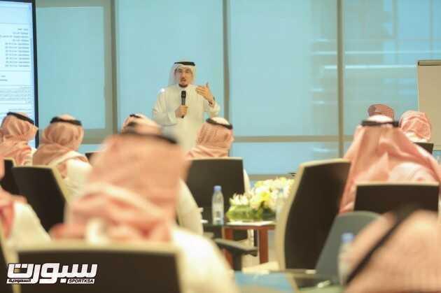 د.مفرج الحقباني متحدثا في ورشة عمل حول استكمال الخطط التفصيلية لمبادرات ...