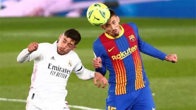 برشلونة يخطط لرحيل مدافعه
