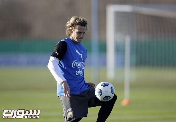 Uruguay's Forlan controls the ball during a team practice at the AFA field in the outskirts of Buenos Aires